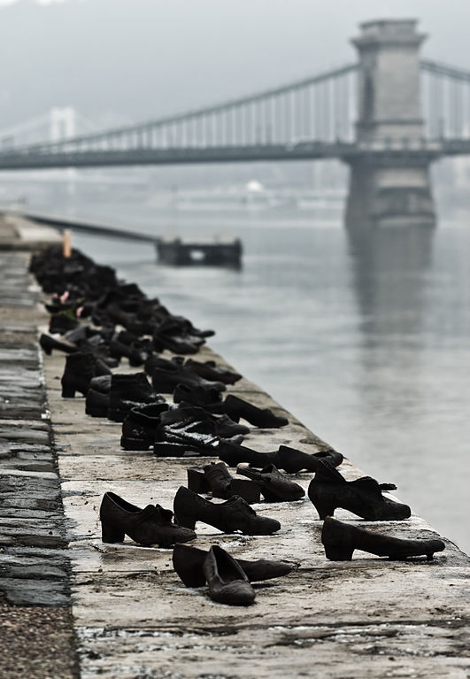 Shoes on the Danube Promenade - Holocaust Memorial (Photo Nikodem Nijaki)