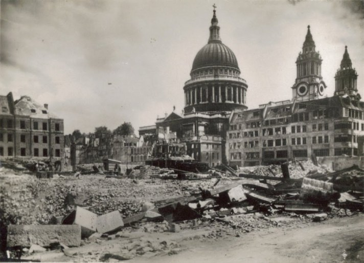 st_pauls-bomb-damage