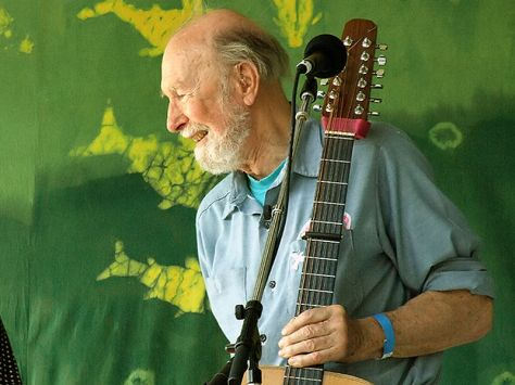 800px-Pete_Seeger2_-_6-16-07_Photo_by_Anthony_Pepitone